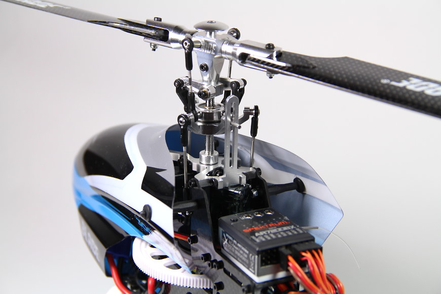 Blade 300 CFX BNF - Rotorkopf & Flybarless System
