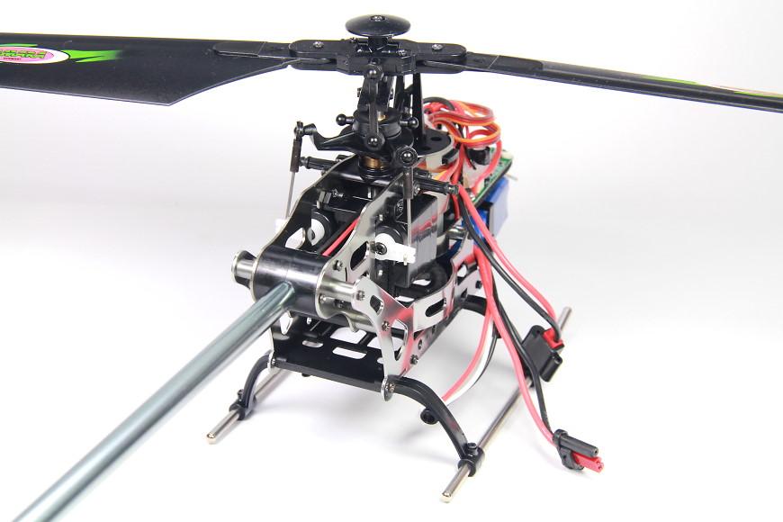 Jamara-032610-Sole-V3-Flybarless-09-servos.jpg