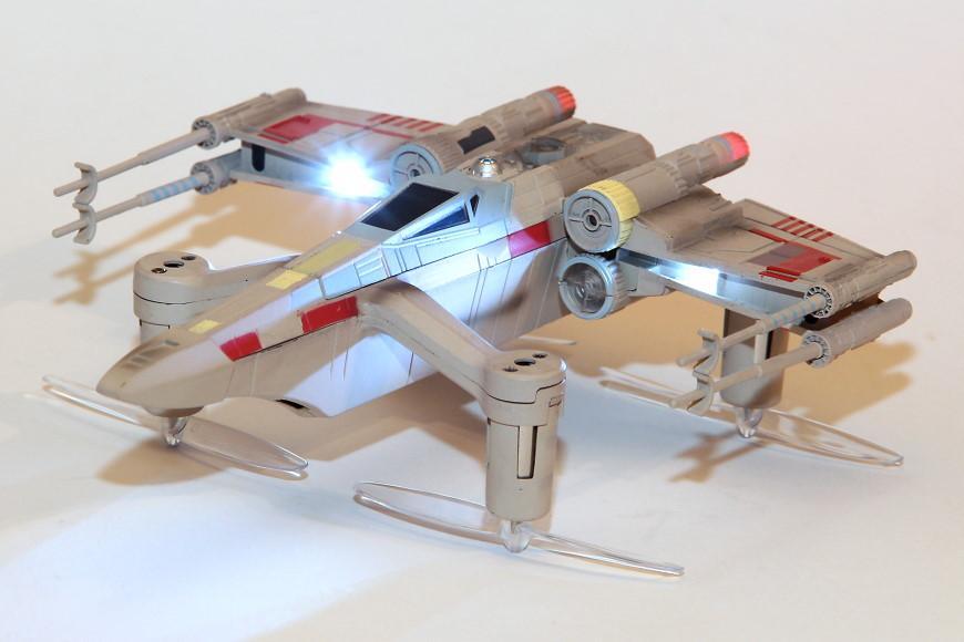 Propel Star Wars T-65 X-Wing Battle Drone / Quadrocopter: Ansicht von schräg oben